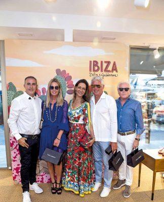 Jorge Inchausti, Rosa Mairal, Hennink, Esteban Rabat y un amigo.